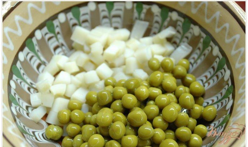 Фото приготовление рецепта: Салат с отварным кальмаром шаг №1
