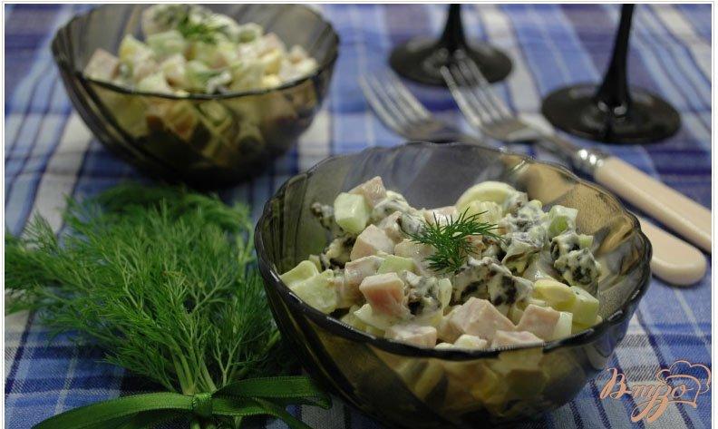 Фото приготовление рецепта: Салат с ветчиной и черносливом шаг №7