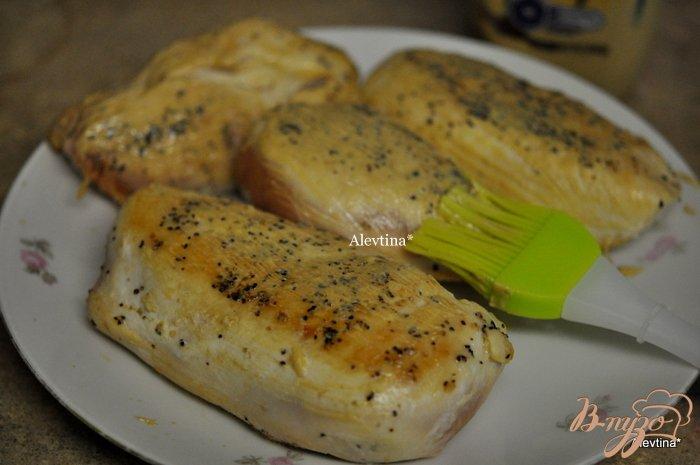 Фото приготовление рецепта: Куриные грудки с корочкой горчицы и фенхелем шаг №3