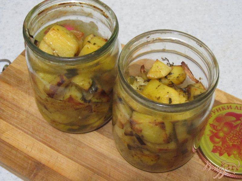 Фото приготовление рецепта: Картофель в банке шаг №5