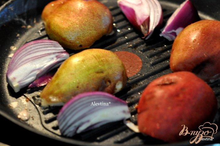Фото приготовление рецепта: Свиная вырезка  с грушами и глазурью шаг №2