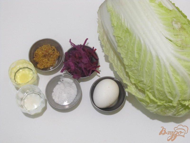 Фото приготовление рецепта: Салат из пекинской и краснокочанной капусты шаг №1