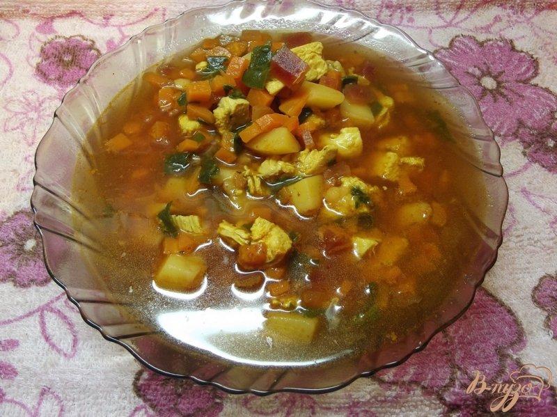 Фото приготовление рецепта: Куриный суп со шпинатом шаг №7