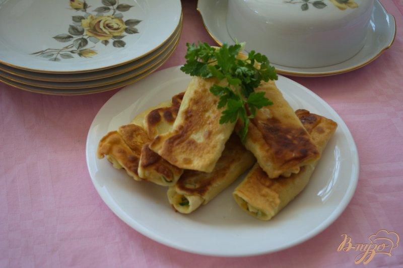Фото приготовление рецепта: Рулетики с сыром и брынзой из пресного теста шаг №12
