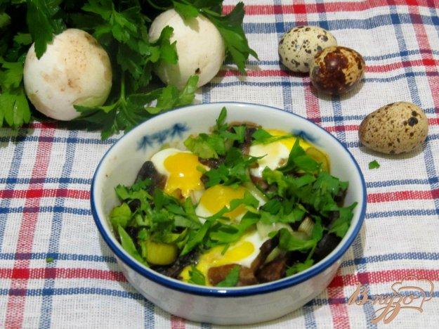 Рецепт Запеченные шампиньоны под перепелинными яйцами