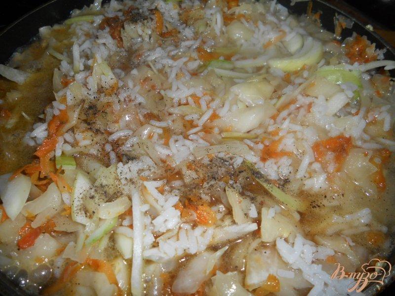 Фото приготовление рецепта: Капуста тушеная с рисом шаг №4