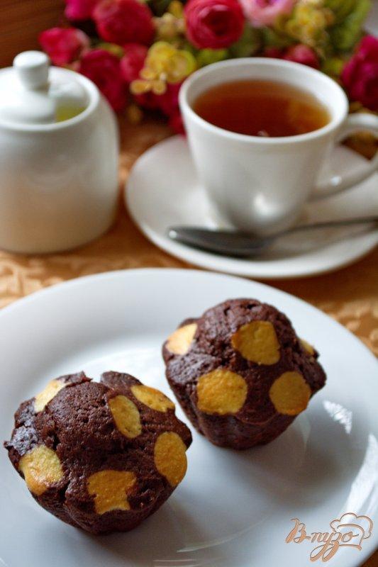 Фото приготовление рецепта: Кексы в горошках шаг №10