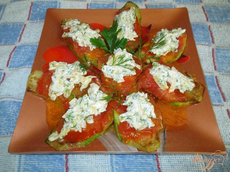 Фото приготовление рецепта: Закуска из кабачков с помидорами шаг №6