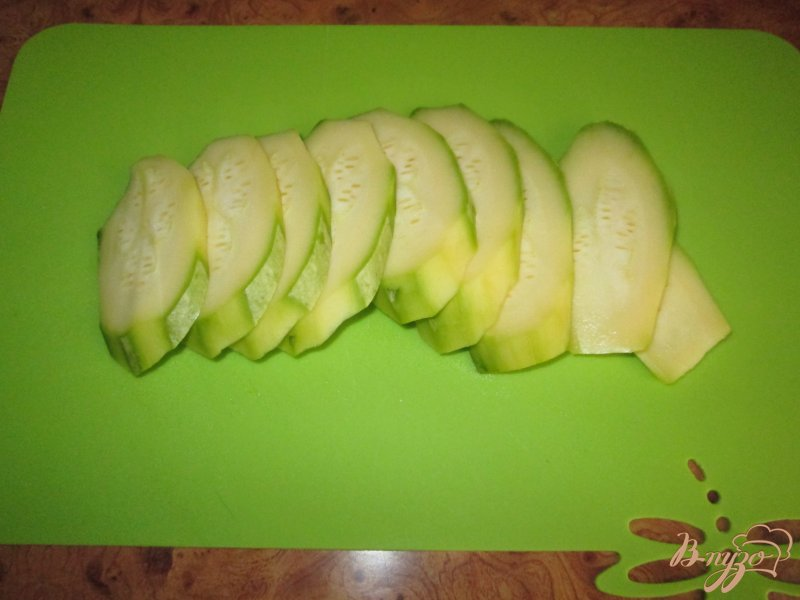 Фото приготовление рецепта: Закуска из кабачков с помидорами шаг №2