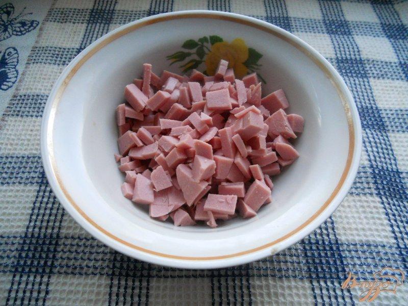 Фото приготовление рецепта: Салат колбасный шаг №1