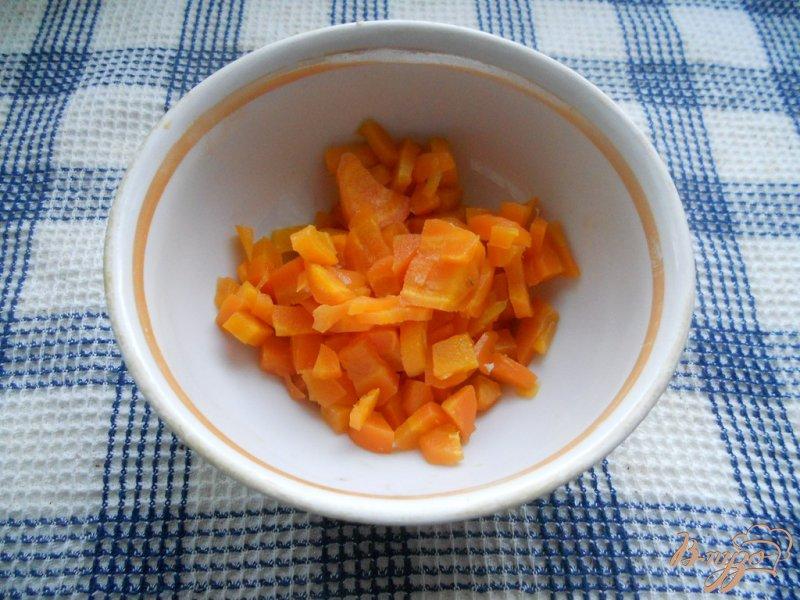 Фото приготовление рецепта: Салат колбасный шаг №3