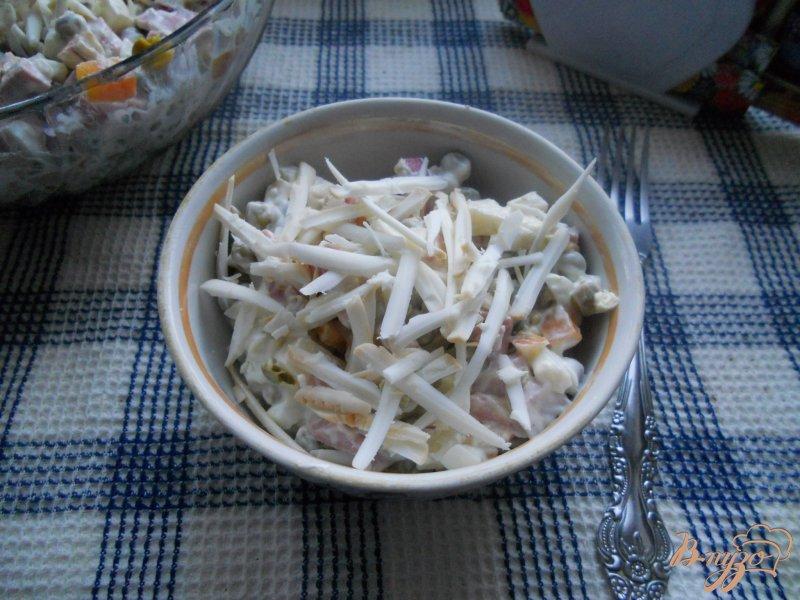 Фото приготовление рецепта: Салат колбасный шаг №6