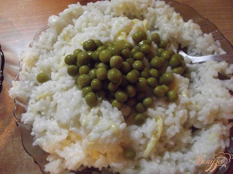 Фото приготовление рецепта: Рис с зеленым горошком шаг №4