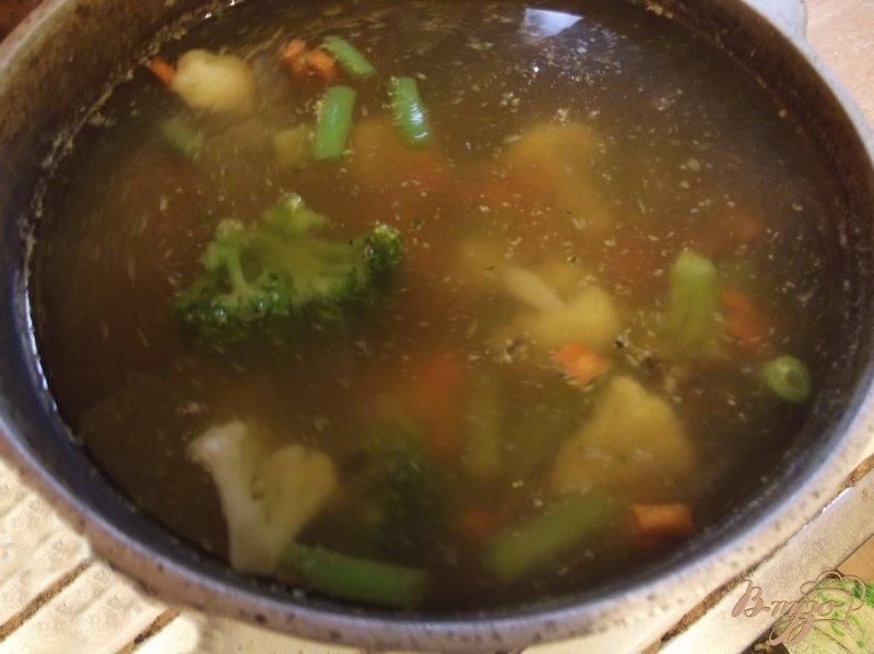 Фото приготовление рецепта: Суп с белыми грибами и овощами шаг №5