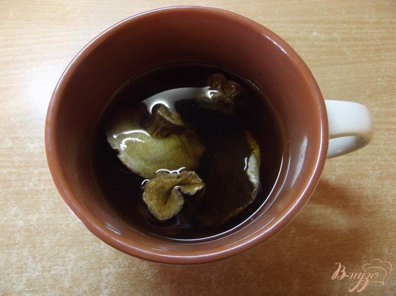 Фото приготовление рецепта: Суп с белыми грибами и овощами шаг №1