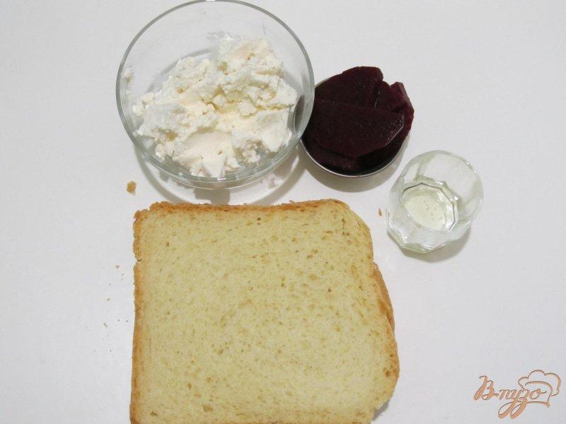 Фото приготовление рецепта: Кростини с сыром и свеклой шаг №1