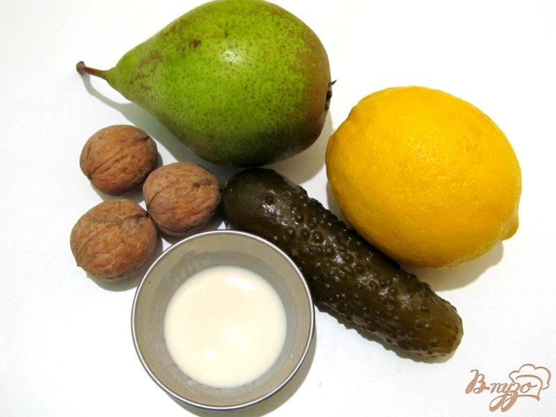 Фото приготовление рецепта: Салат из груши с орехами шаг №1