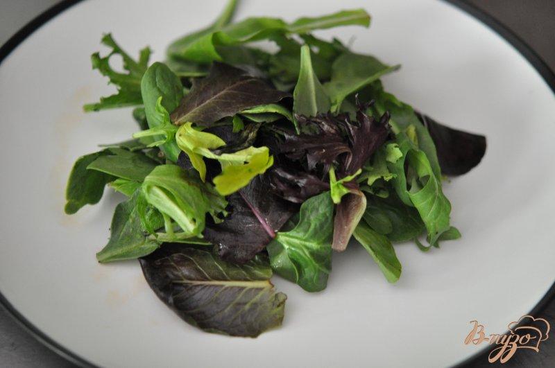 Фото приготовление рецепта: Cалат с копченным лососем шаг №2