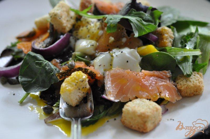 Фото приготовление рецепта: Cалат с копченным лососем шаг №3