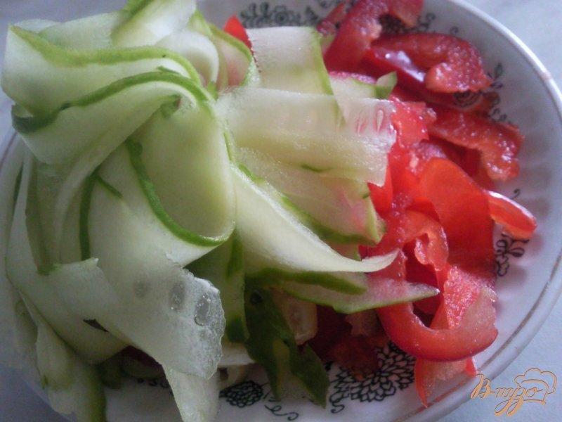 Фото приготовление рецепта: Салат из молодых кабачков шаг №2
