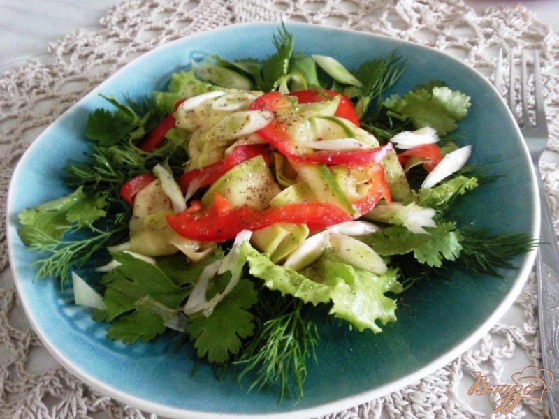 Фото приготовление рецепта: Салат из молодых кабачков шаг №3
