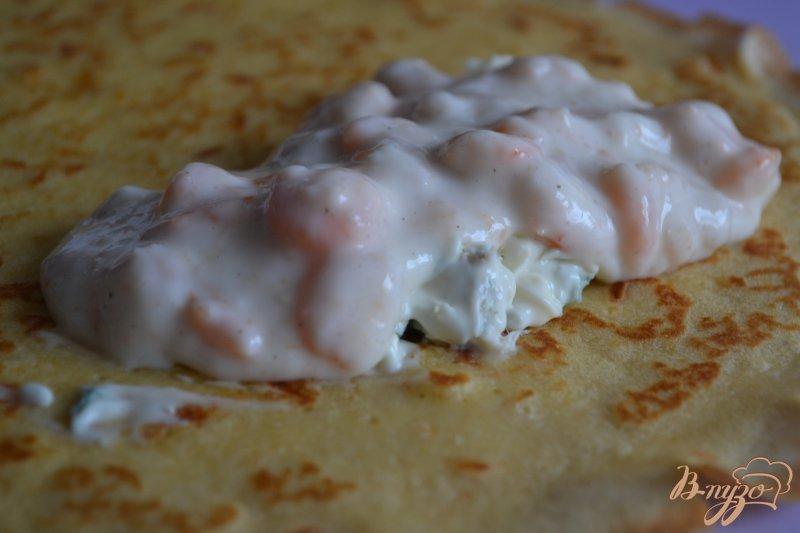Фото приготовление рецепта: Блинчики с креветками и голубым сыром шаг №5