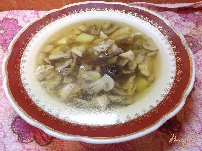Фото приготовление рецепта: Суп с двумя видами грибов шаг №8