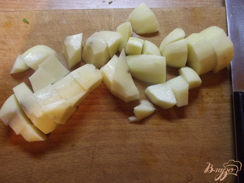 Фото приготовление рецепта: Суп куриный с щавлем шаг №5