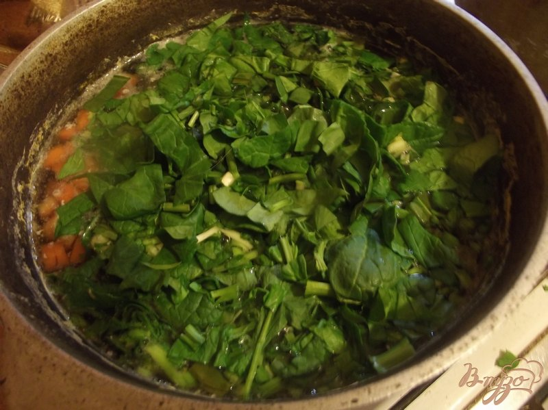 Фото приготовление рецепта: Суп куриный с щавлем шаг №6