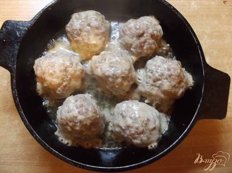 Фото приготовление рецепта: Котлеты тушеные в томатном соке шаг №5