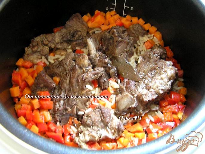 Фото приготовление рецепта: Свинина с рисом и овощами (в мультиварке) шаг №5