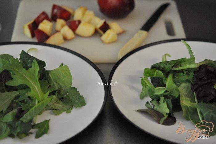 Фото приготовление рецепта: Салат с яблоком и миндалем шаг №1