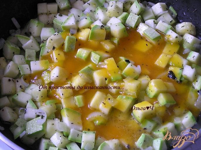 Фото приготовление рецепта: Чечевица, томленная в тыквенном напитке, с кабачками шаг №3
