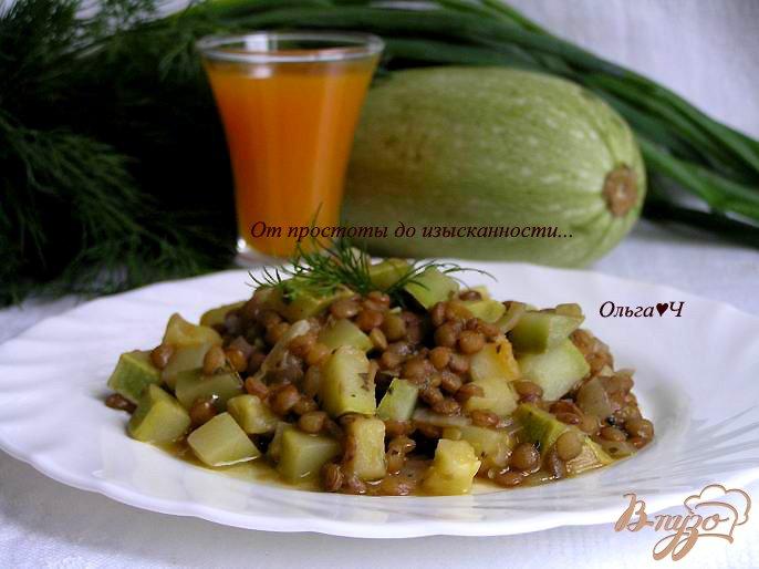 Фото приготовление рецепта: Чечевица, томленная в тыквенном напитке, с кабачками шаг №6