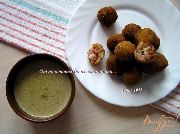 фото рецепта: Шарики из креветок в кокосовом соусе с карри