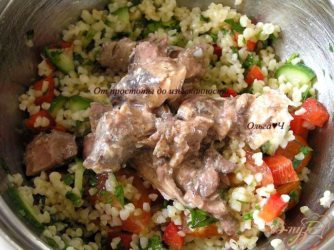 Фото приготовление рецепта: Салат Табуле с тунцом шаг №4