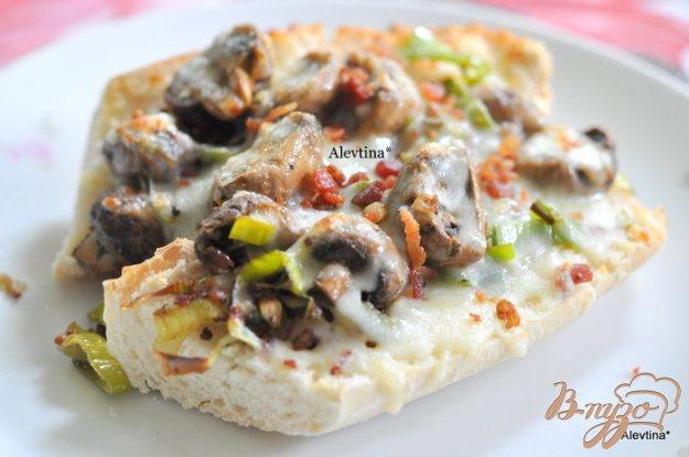 Рецепт Гренка с грибами и луком-порей