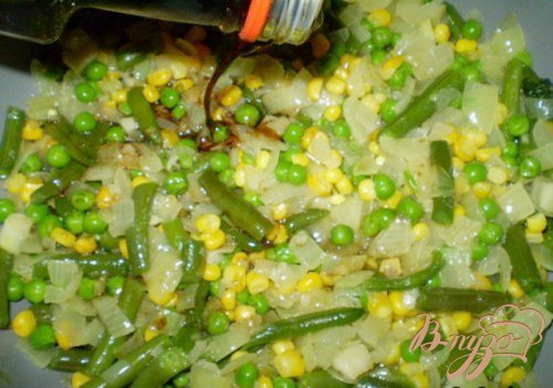 Макароны с горошком, кукурузой и стручковой фасолью