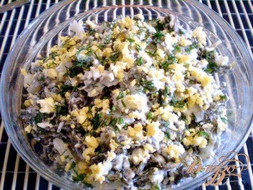 Салат из морской капусты и кальмара