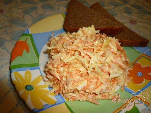 Салат из колбасного сыра и моркови
