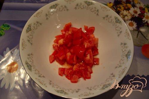 Салат с редисом, черемшой и фетой