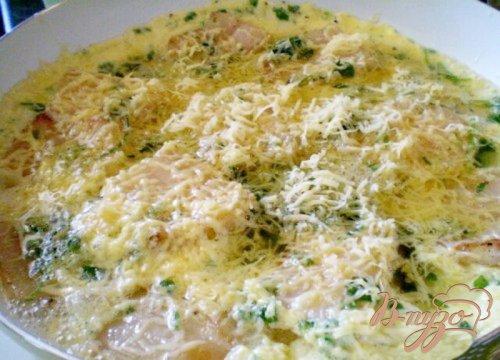 Яйца с салом, зеленью и сыром