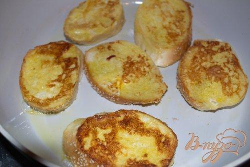Французские гренки с сыром, помидором и зеленью