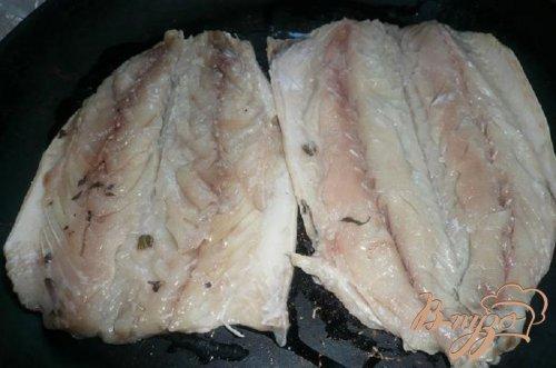 Скумбрия, запеченая под колбасным сыром