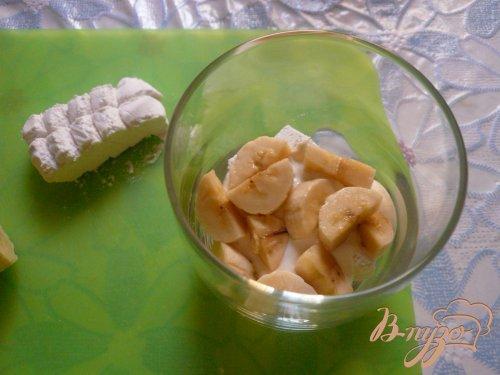 Десерт слоеный с зефиром и бананом