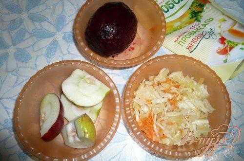 Свекольный салат с квашеной капустой и яблоком