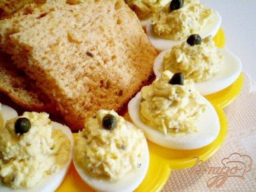 Яйца фаршированные каперсами и дайконом