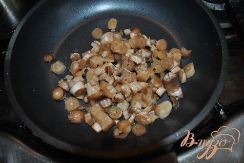 Фаршированные сыром с ветчиной грибочки