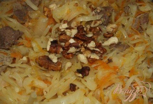 Тушеная капуста с грецкими орехами