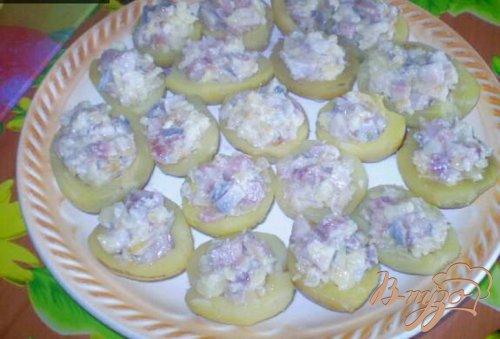 Картофель фаршированный сельдью